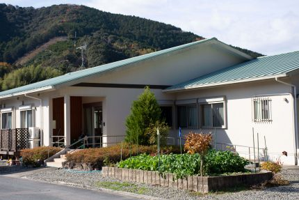 サービス付き高齢者向け住宅 ファミールハウス(和歌山県西牟婁郡上富田町)イメージ